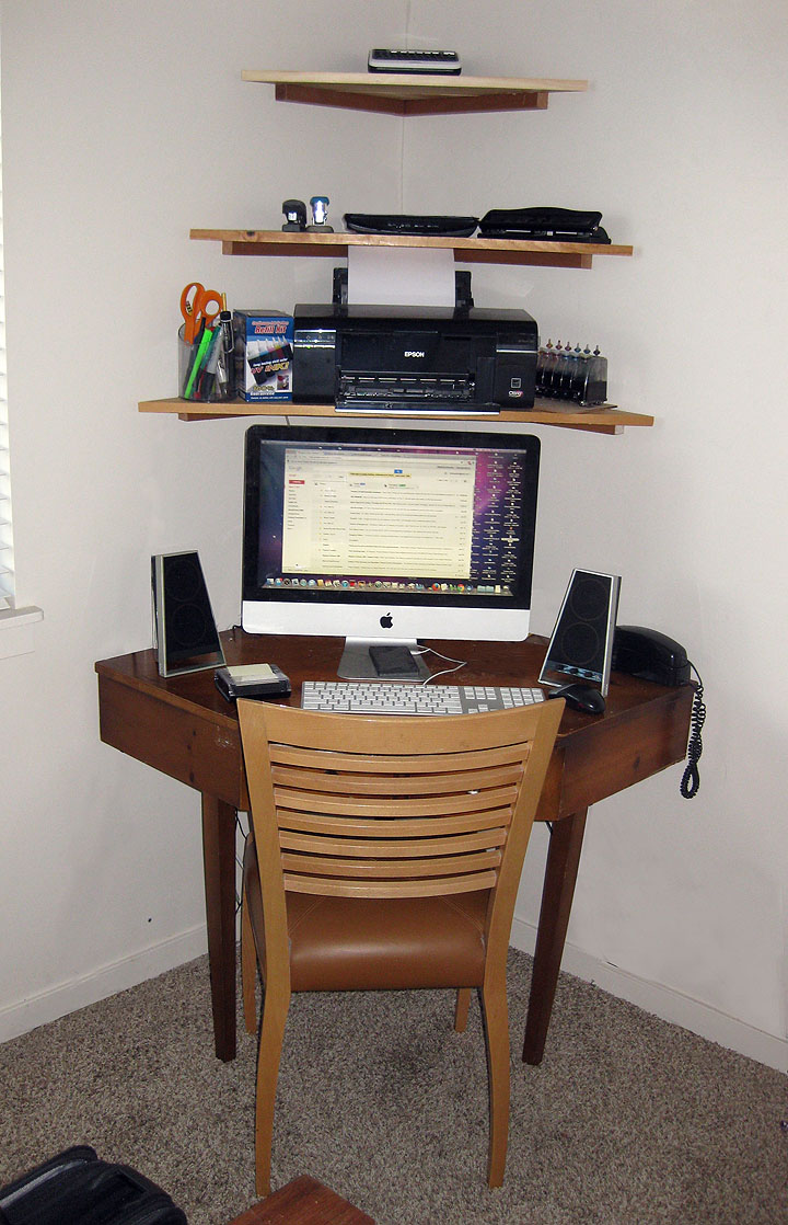 corner desk with shelves
